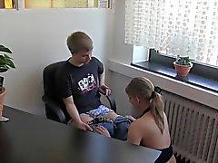 Deutsch -Girl fickt sowie saugt seinen stepbrother