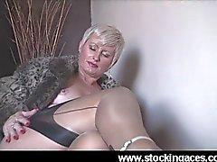 Sexy Saucy Sally Milf em meias