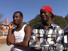 A Dallas legna finisce per essere scopare da Guys neri