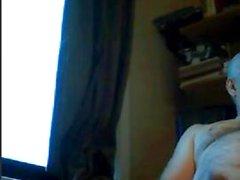 Großvater spielen auf Webcam