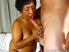Super sexy mature black BBW is a very hot fuck