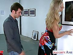 Sexy blonde annesi Julia Ann berbat big testiler gets