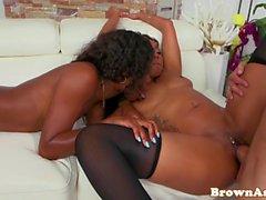 Twerking roundass ebony riding dick in trio
