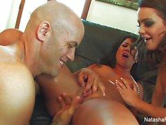 Natasha, Kayme ve Derrick'le üçlü eğlenceler