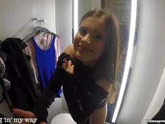Julkinen seksi ostoskeskuksessa - Little Caprice