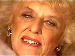 Один тысяча девятьсот девяносто Circa Granny ( Нет звука)