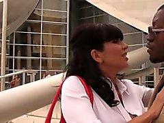 Horny cougar Tara Holiday enjoys BBC