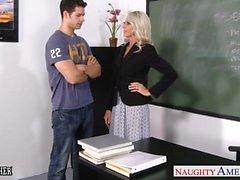 Sesso insegnanti Emma Starr fa cazzo nel classe