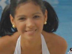 Karla Spice a bordo piscina