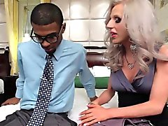 Classy tranny facefucked for cash