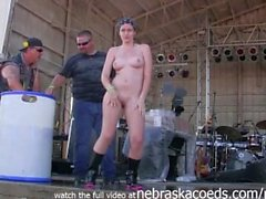 meninas quentes recebendo fanfarrão do caralho nua no abate de Iowa reunião do motociclista