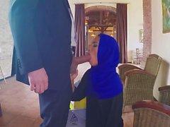 Arap kadın Dick berbat ve kedi için para çuvalladı