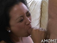 Sultry mature babe enjoys every inch of dick in her snatch
