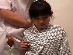 Asiatisk fru får massös huvudet och sedan ger han bang tim
