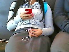 colegiala en el bus