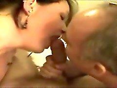 Пожилая пара с бисексуалов втроем