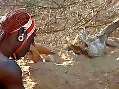 Mulher Branco e Romance Guerreiro Africano