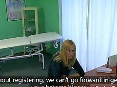 Petit seins Blondé défoncée par son un médecin