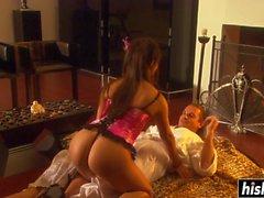 Kinky Gianna likes to ride a dick