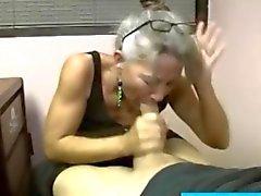 Spex mature granny sucks a hard dick