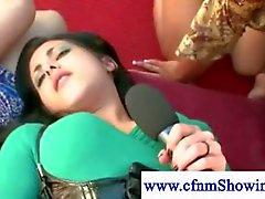 Meisjes houden geneukt CFNM