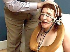Elegante BDSM vaida banheiro fodido analmente difícil