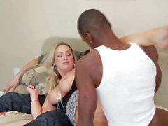 Karı büyük siyah bir horoz sikikleri