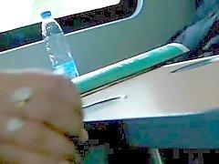 Handjob in de trein