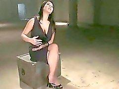 Kirli köle kız squirts