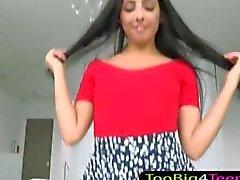 Salope de étudiant aux cheveux noire Diane Dee enculée par queue énorme