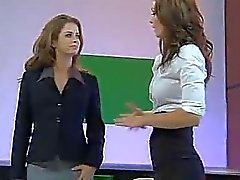 Emily Bruno e di Heather Vandeven Naked News