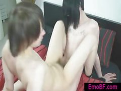 Zwei Homosexuell Burschen emo bumsen auf Bett