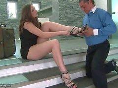 Paige Turnah bekommt ihren Füße beteten gefickt und