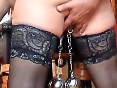 Grosse Heavy Bälle nach Pussylippen Einhängen