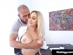 Big Butt Boss Nina Kayy Bangs Empleada de Big Black Cock!