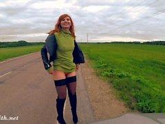 Jeny Smith nudez pública na estrada
