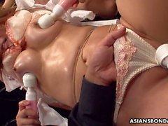 Asyalı fahişe Randy beyleriyle oyuncak bir toplantı yapıyor