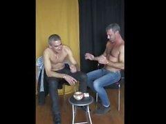 Deux hommes undess