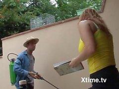 il giardiniere senza scrupoli fa sesso con la capa