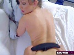 Step-äiti herättää nukkuvan poikansa Cock ja Creampie S7: E2: lle