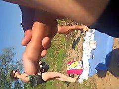 Dickflash - Длинные jerkoff близко к двум женщин