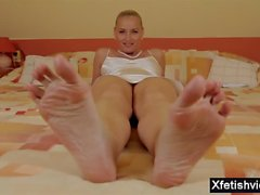 Italian milf footjob with eating cum