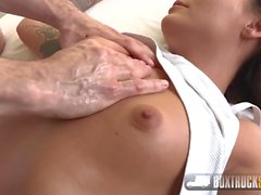 Angelina Wild Enjoys 69 with the Masseur