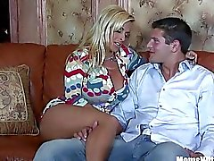 Geile Blonde Mom Holly Halston Fucks A Young Stud