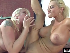Two babes want to masturbate together