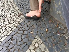 Candid girl dirty pink soles in flats pes sujos