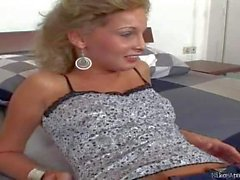 Renato gets teased by a hot blonde in jeans
