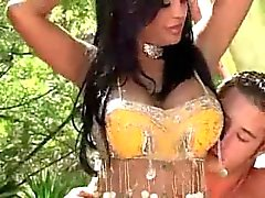Hermosa pechugona Indian Priya Rai