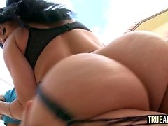 Voluptuous bombshell Bella Reese needs an extra-large cock