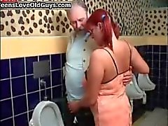 Big tits adolescente ruiva ama chupar part1